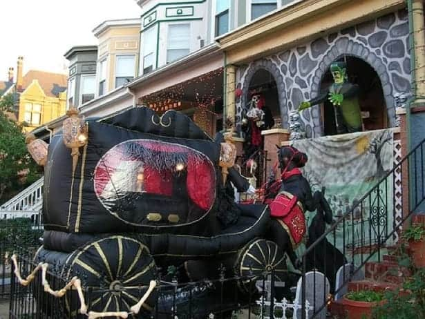 horse carriage display Halloween house Canada