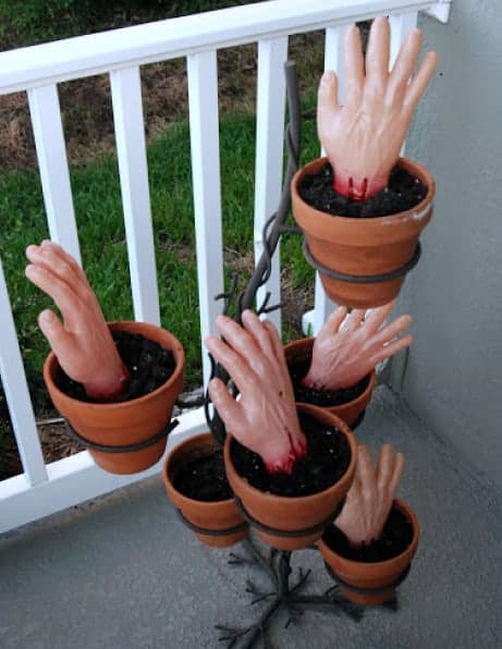 zombie-planted-hands