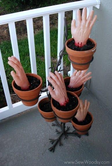 Halloween DIY Zombie planted eyes